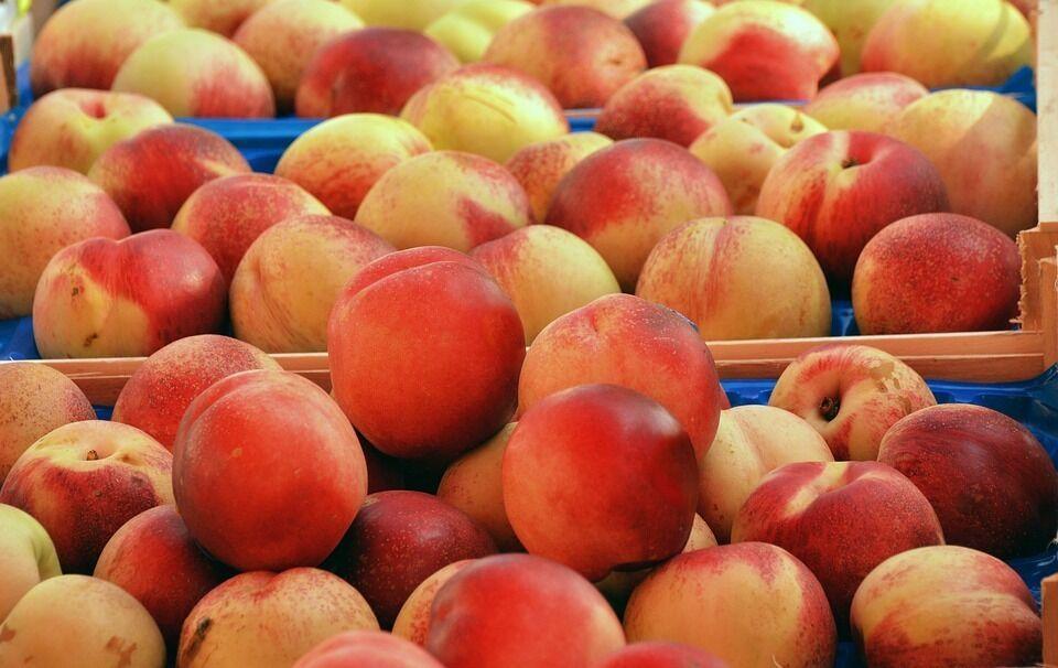 Скільки коштують персики