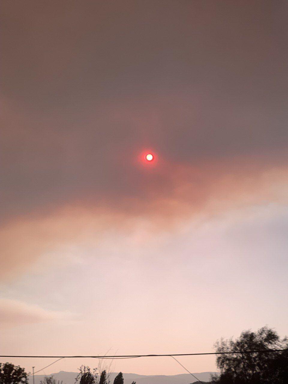 Небо во время пожаров в Турции.