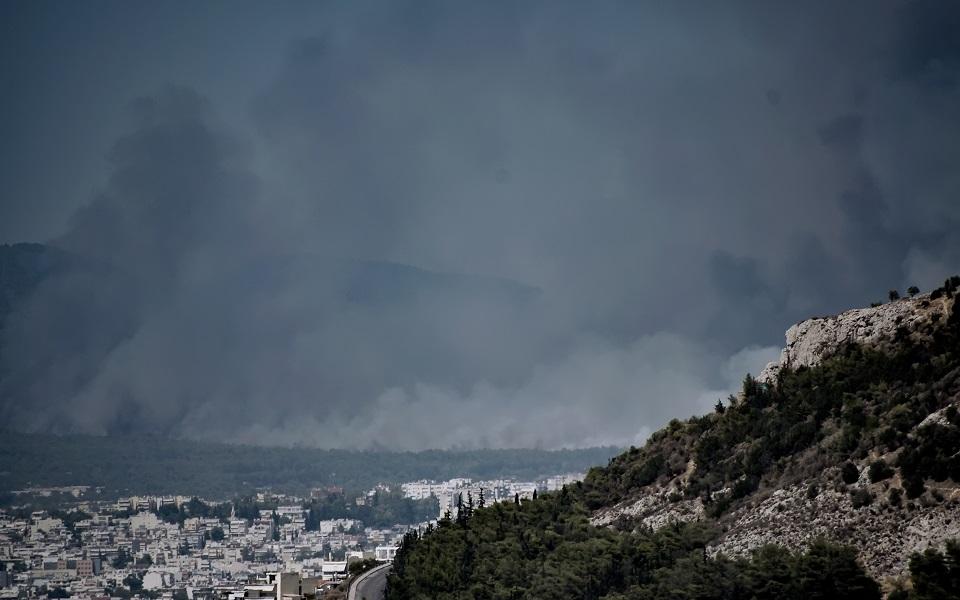 Масштабные лесные пожары вспыхнули вблизи Афин.