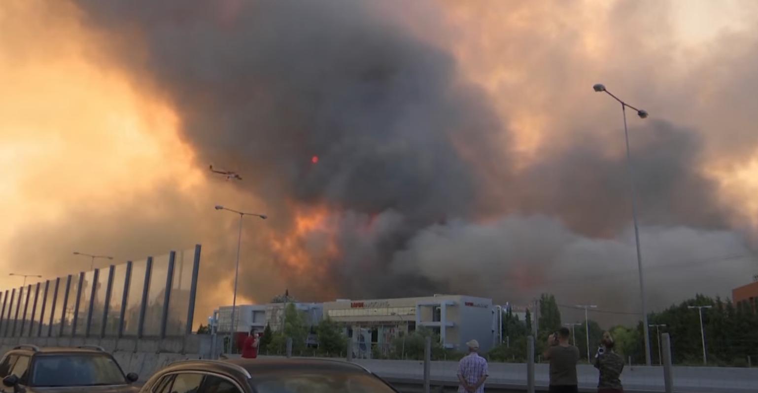 Пожары охватили леса вблизи Афин.