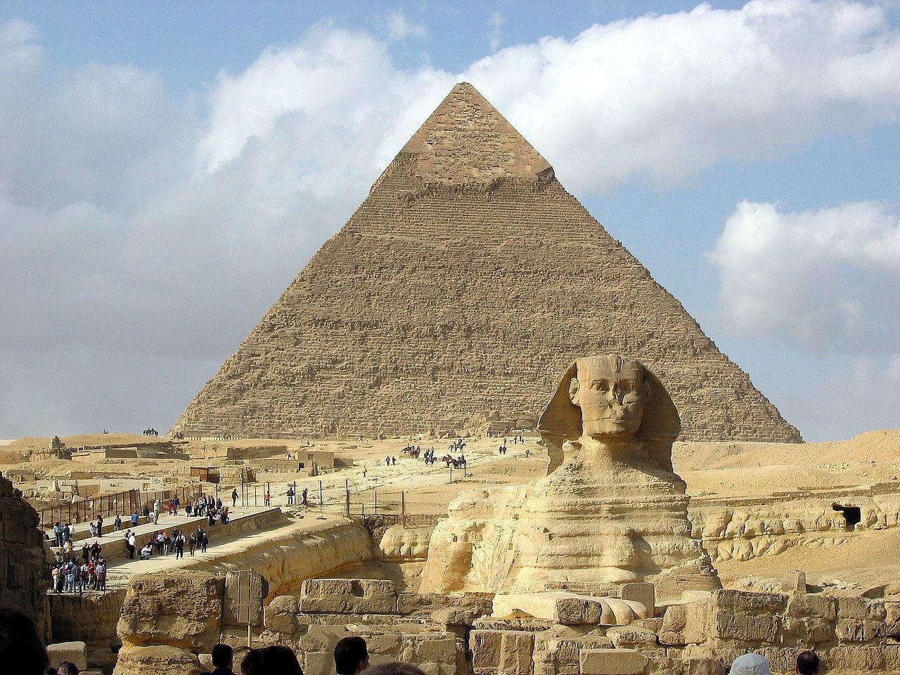Піраміди фараонів Хеопса, Хефрена і Мікеріна вважаються найвідомішими пірамідами в Єгипті