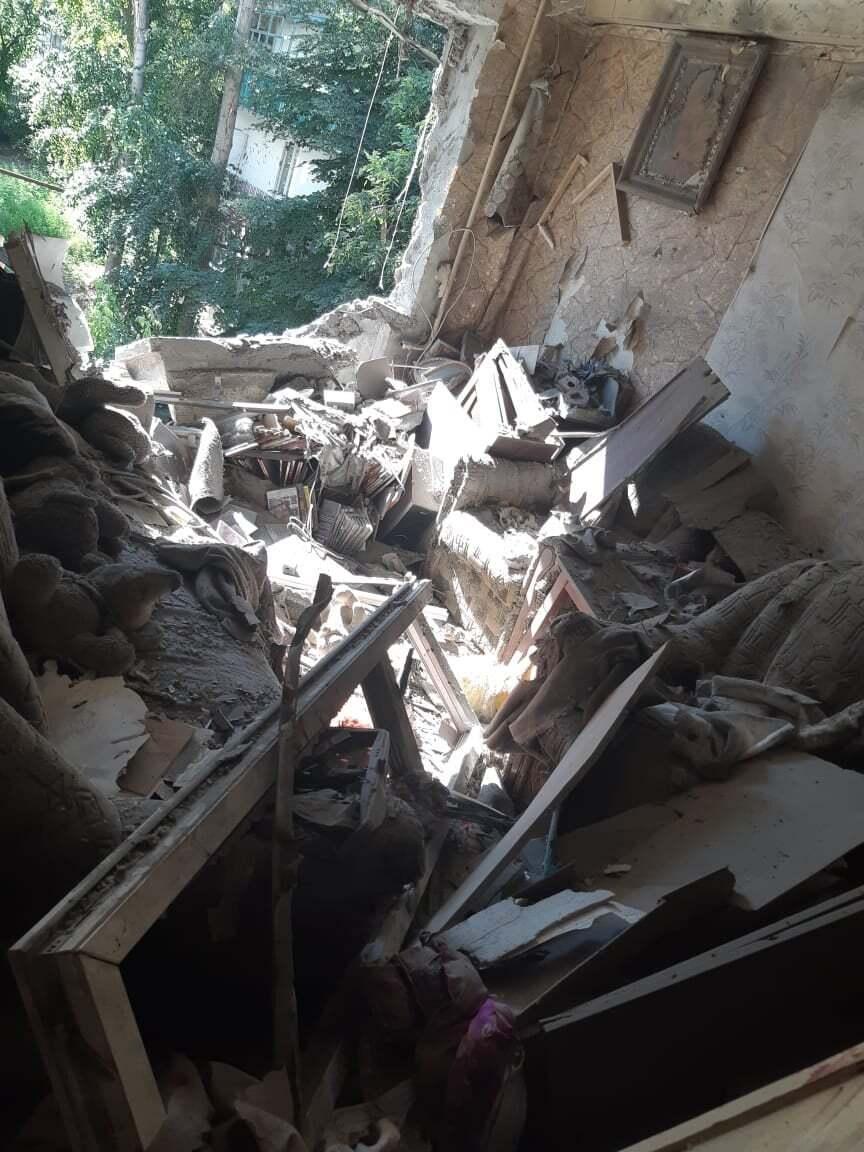 Від потрапляння снарядів пошкоджено квартиру