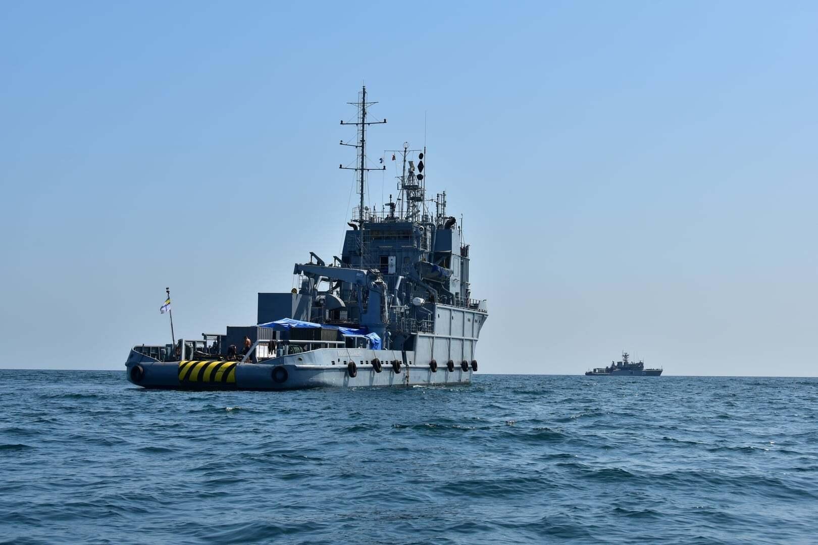 Судно в акватории Черного моря.