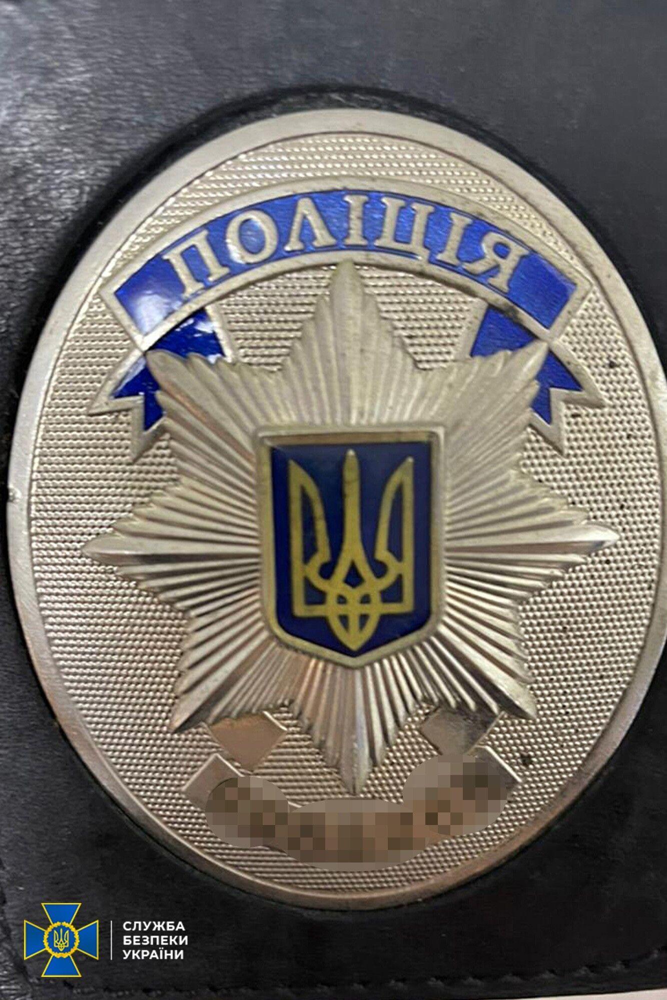 В ходе обыска было изъято значки Нацполиции Украины