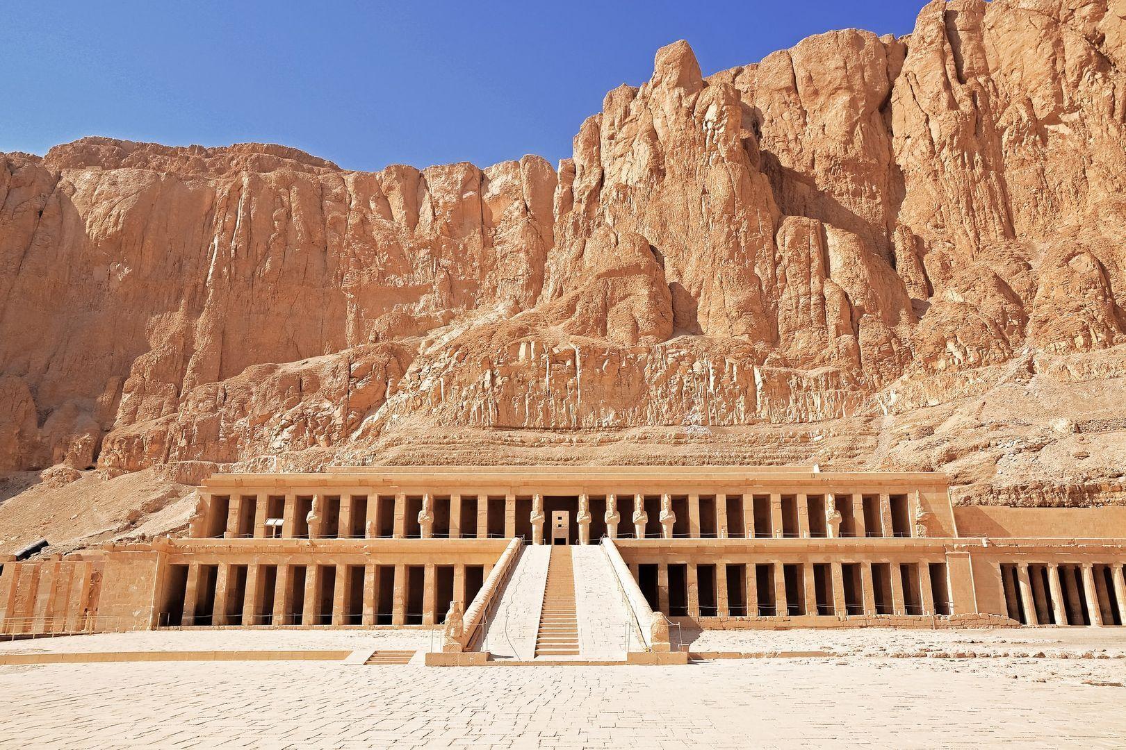 На західному березі Нілу в Долині Царів зберігся храмовий комплекс цариці Хатшепсут