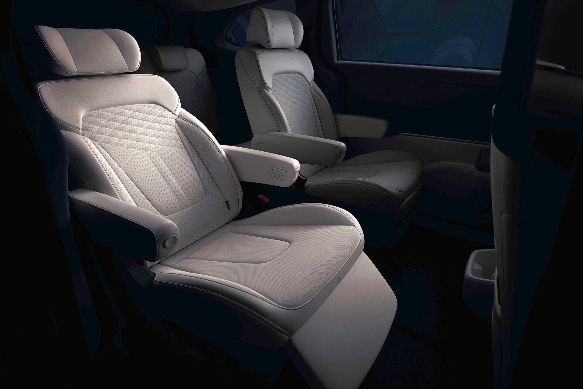 В 6-местном варианте вместо дивана второго ряда предлагаются два индивидуальных кресла повышенной комфортности