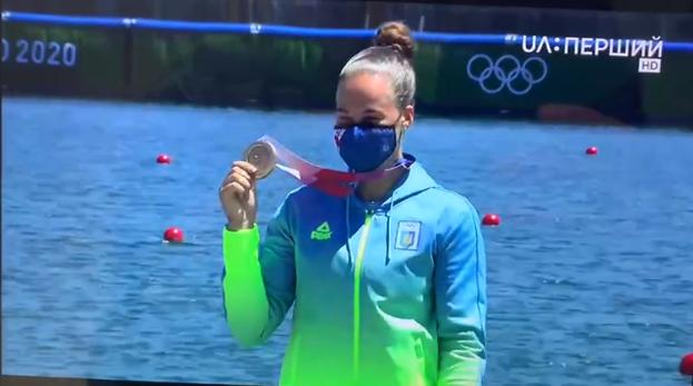 Людмила Лузан с медалью