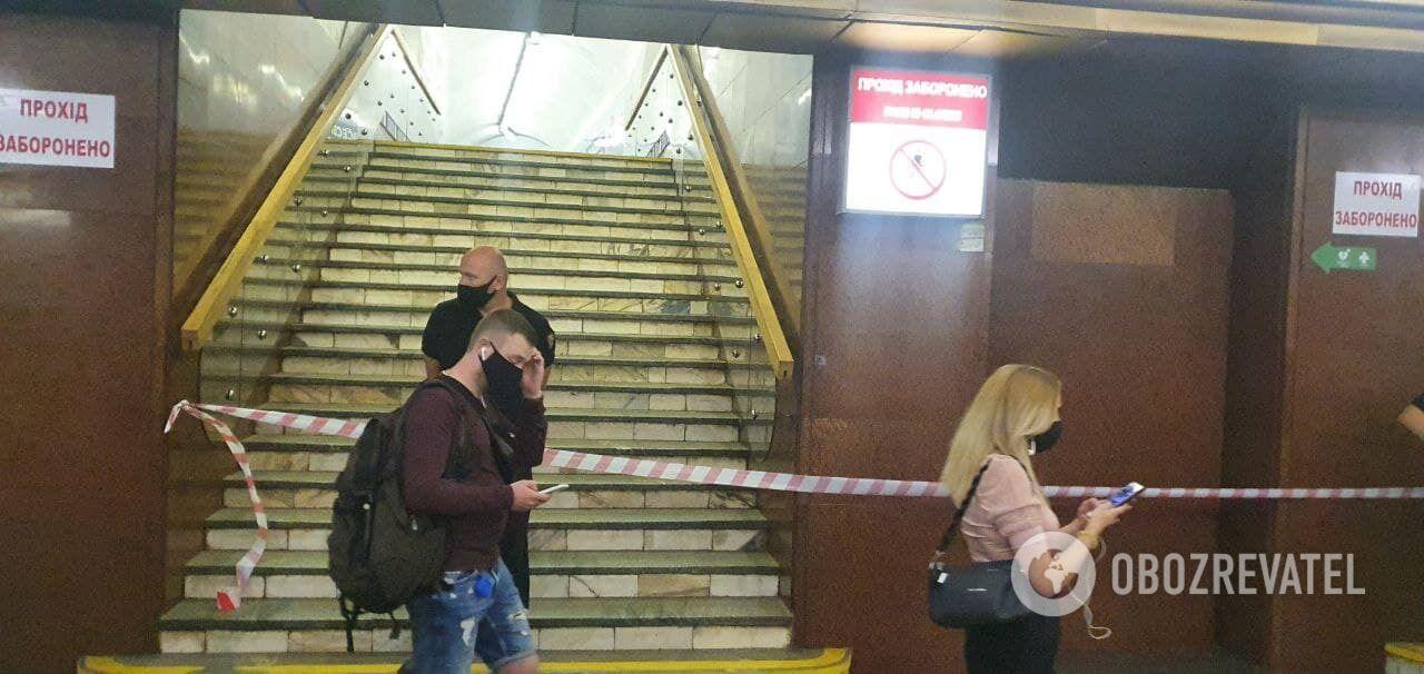 Перехід між станціями закритий.