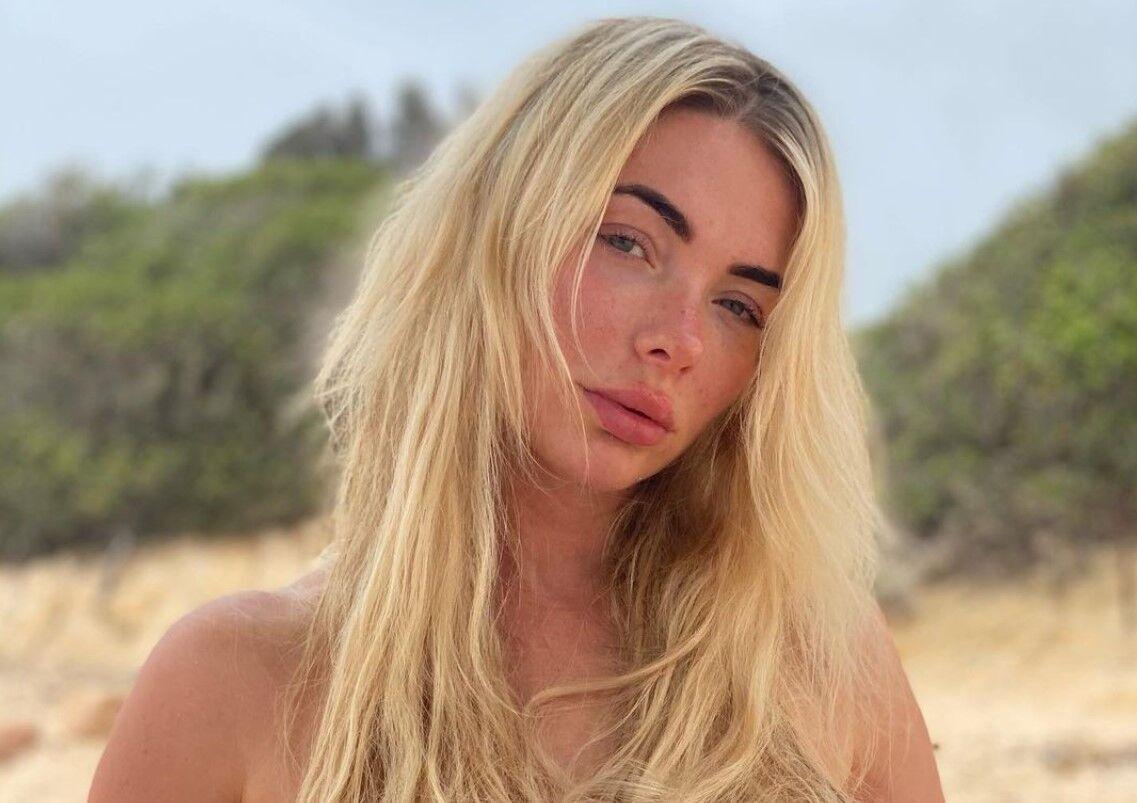 Надя Фостер працює моделлю.
