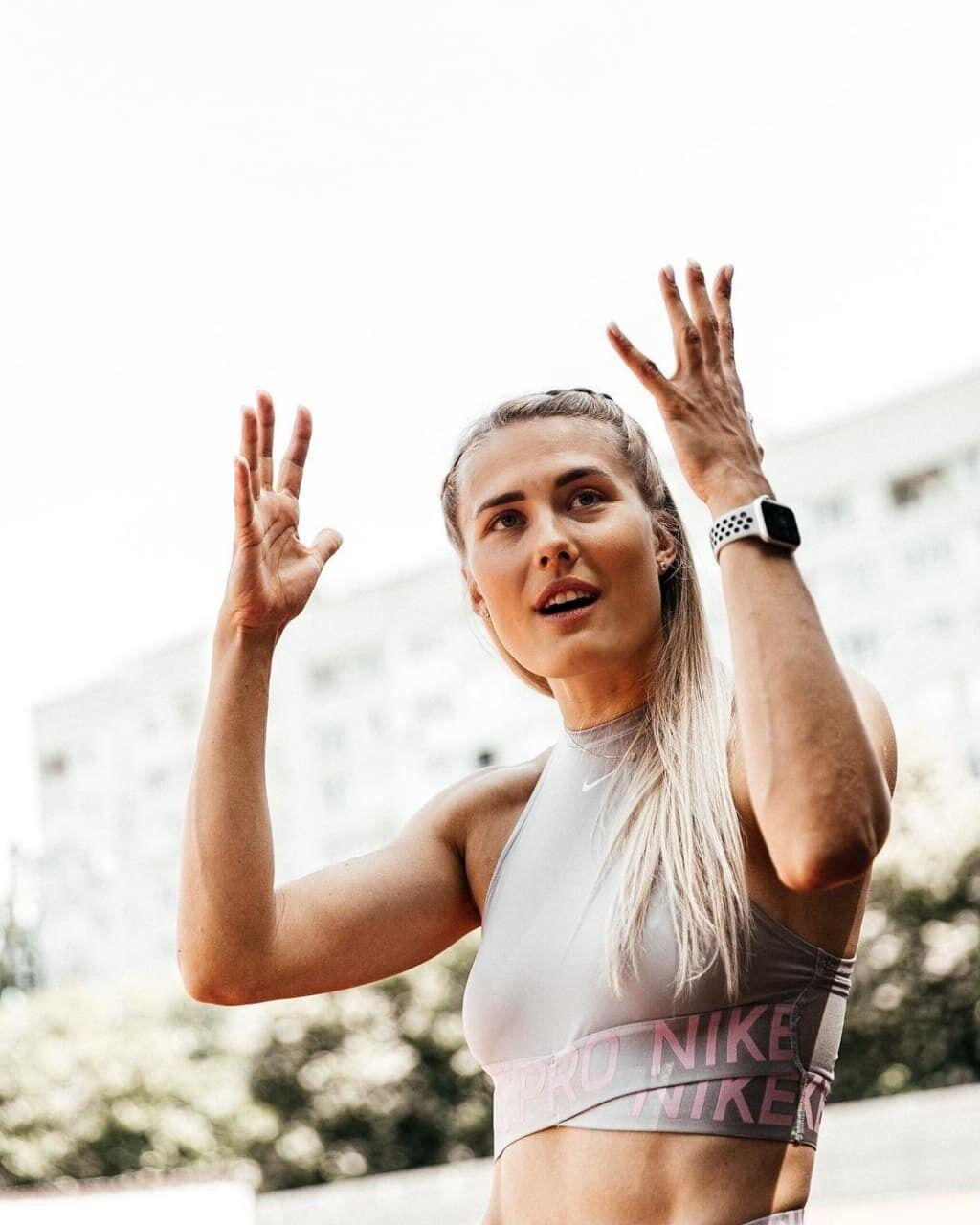 Виктория Ткачук подняла руки