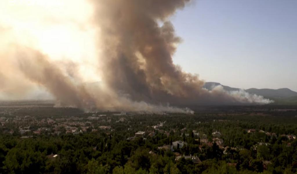 Вогонь дістався до столиці Греції.