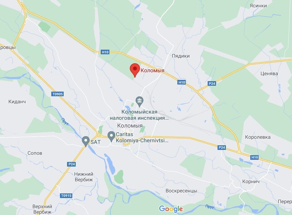 Літак сів в аеропорту Коломиї.