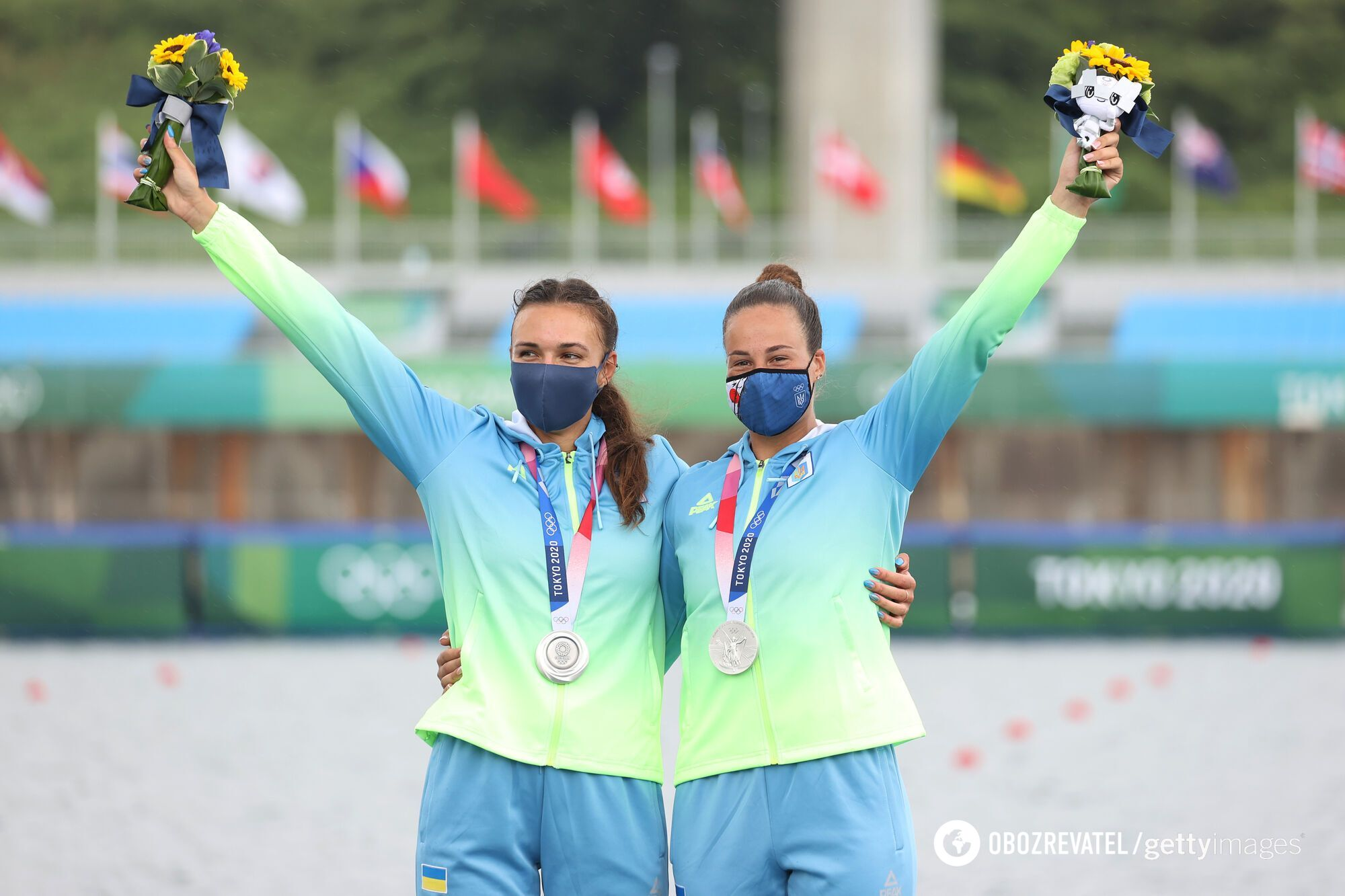 Людмила Лузан і Анастасія Четверикова з медалями.