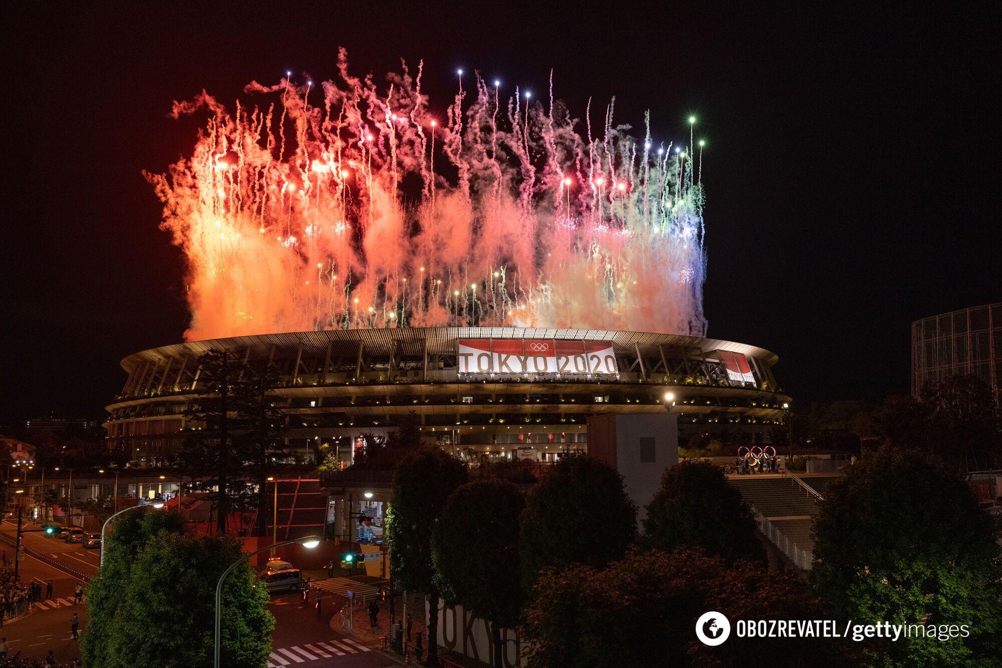 Салют в честь закрытия Олимпиады-2020.