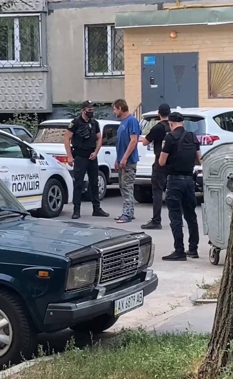 Затримання чоловіка, який погрожував підірвати будинок в Харкові.