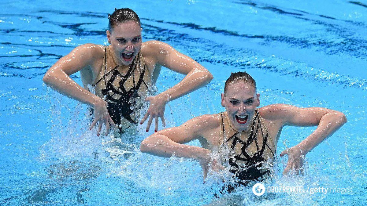 Світлана Ромашина (праворуч) на Олімпіаді-2020.
