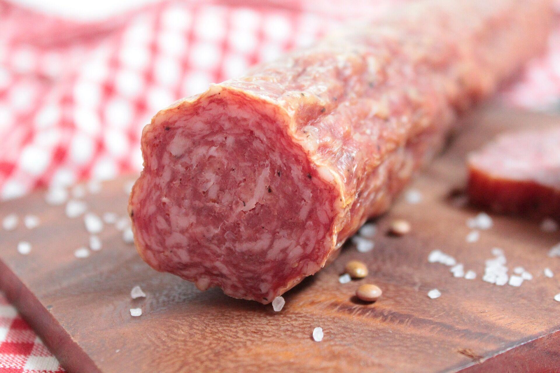 Натуральна ковбаса не повинна мати різкий запах