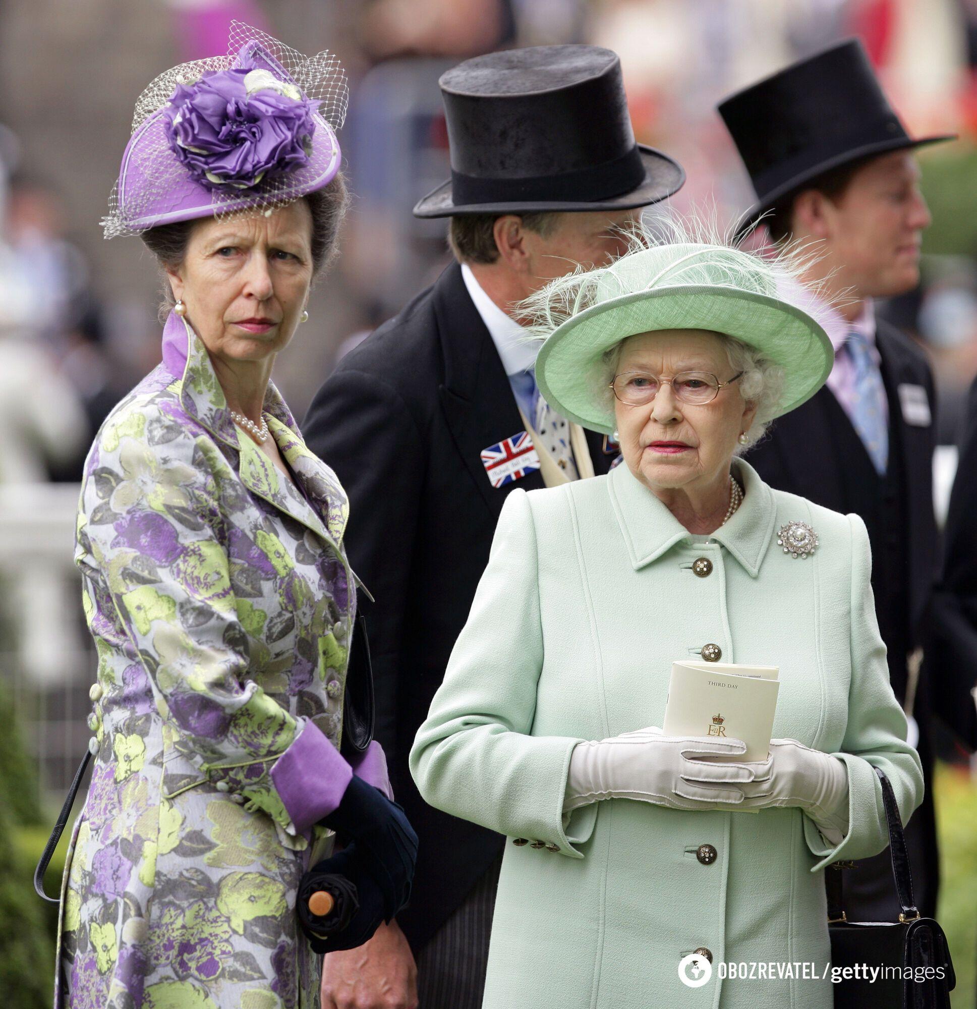Елизавета II в стильном образе