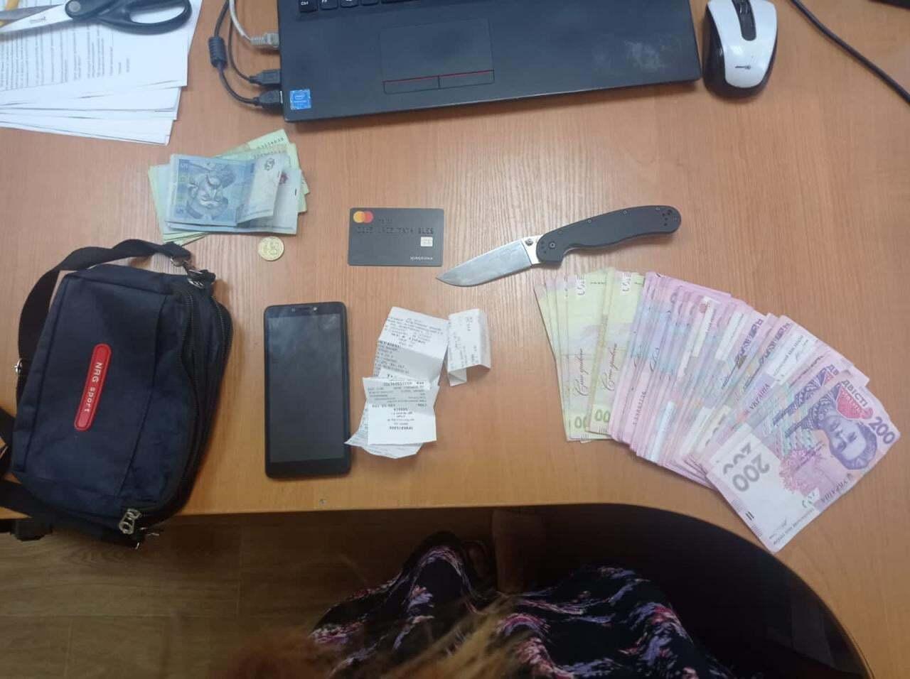 У чоловіка знайшли вкрадені кошти.