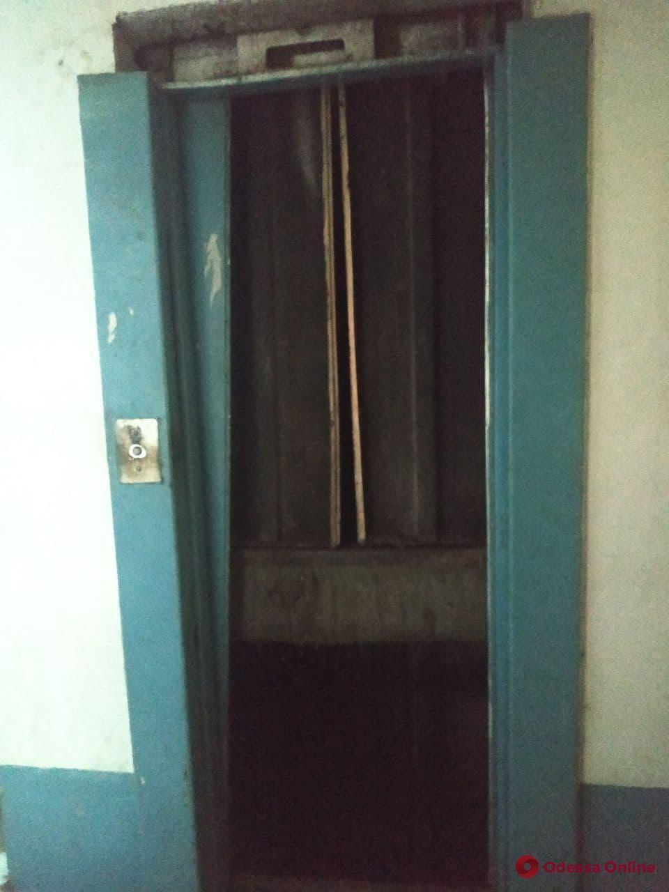 У багатоповерховому будинку впав ліфт