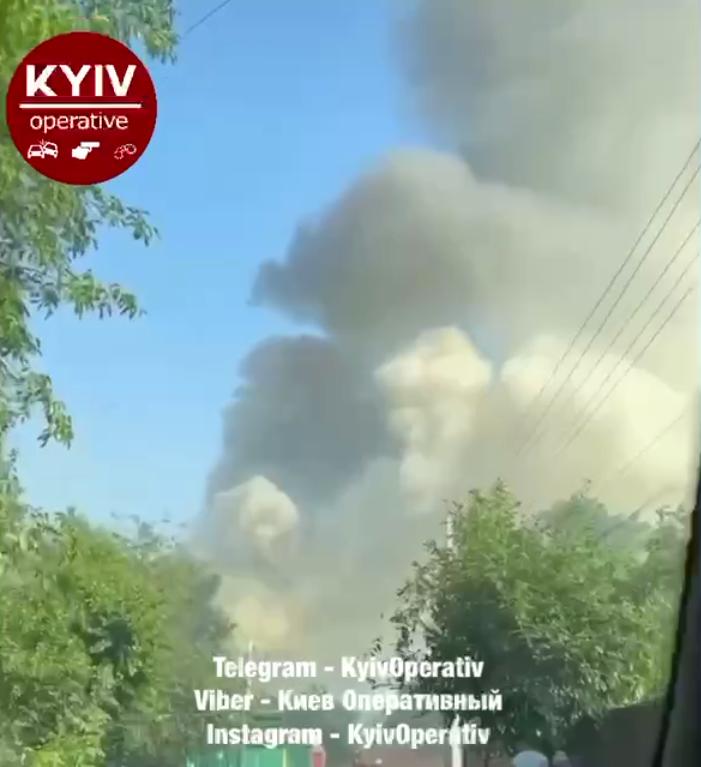 Дим над будинком, що палає