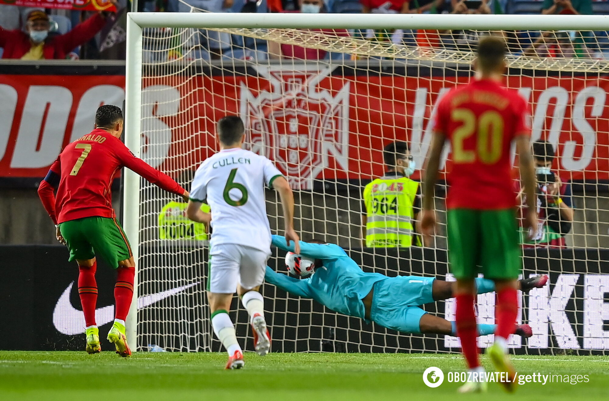 Роналду не забив пенальті