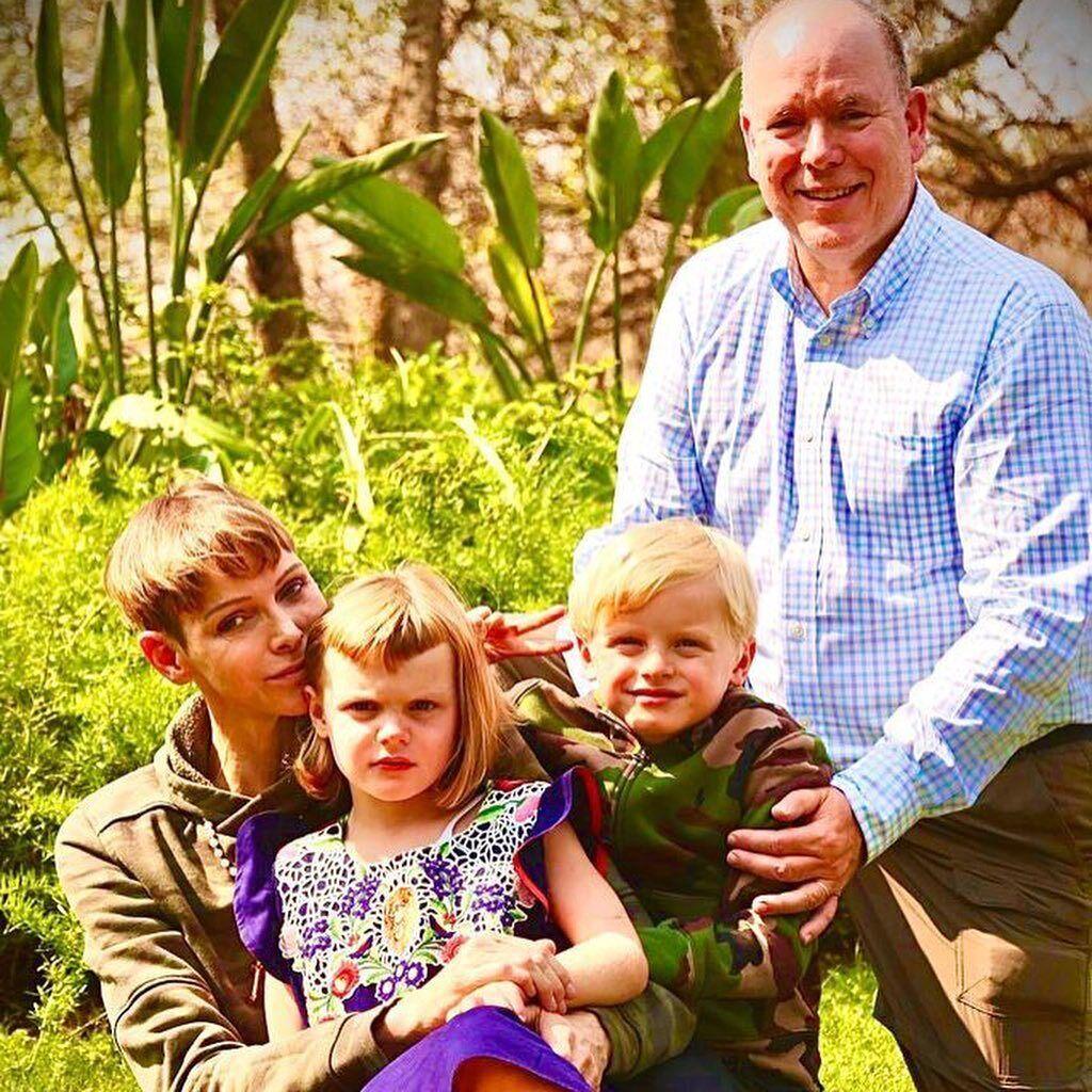 Князь и княгиня с детьми.