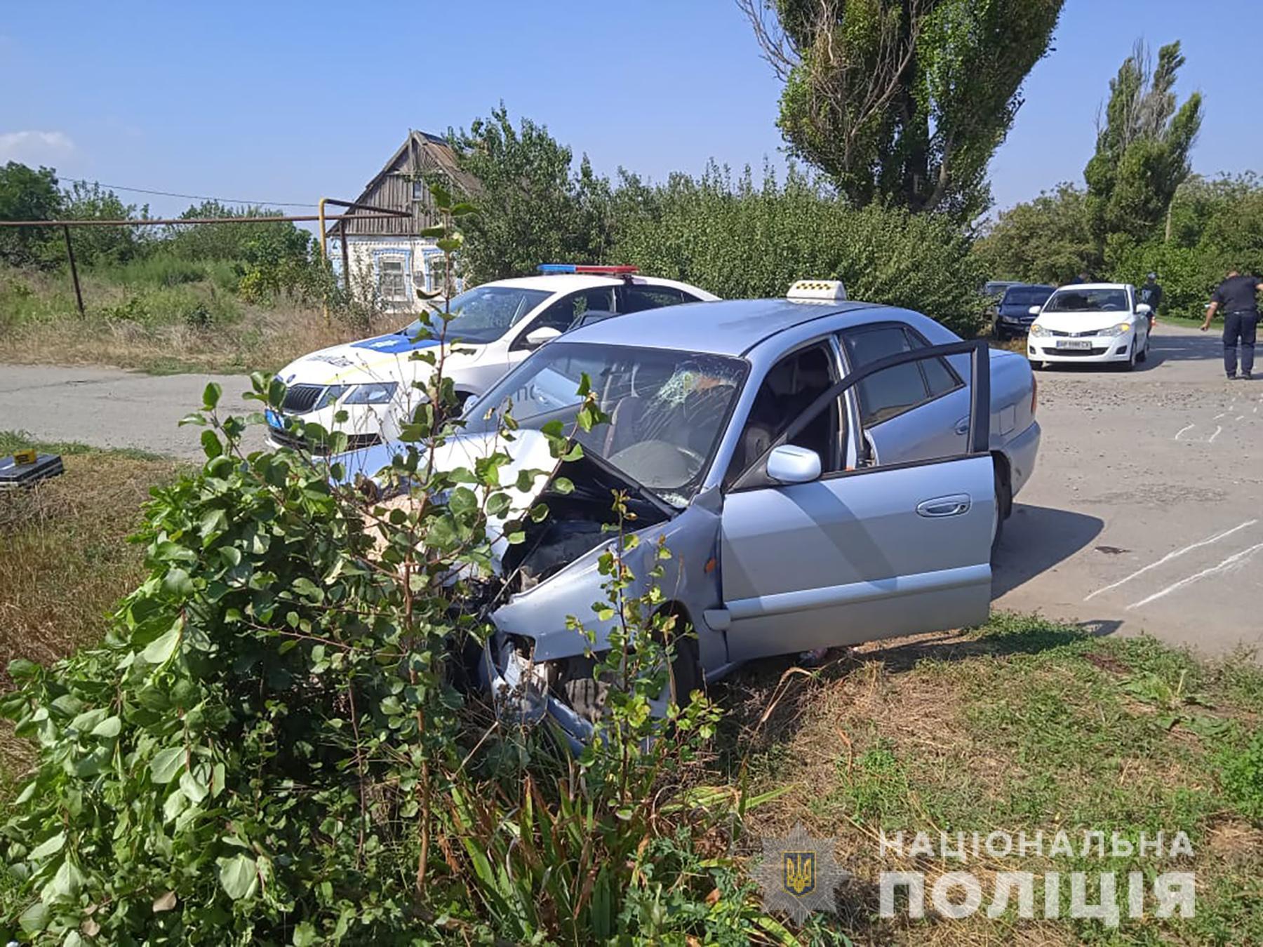 Водій протаранив автомобілем Mazda дерево