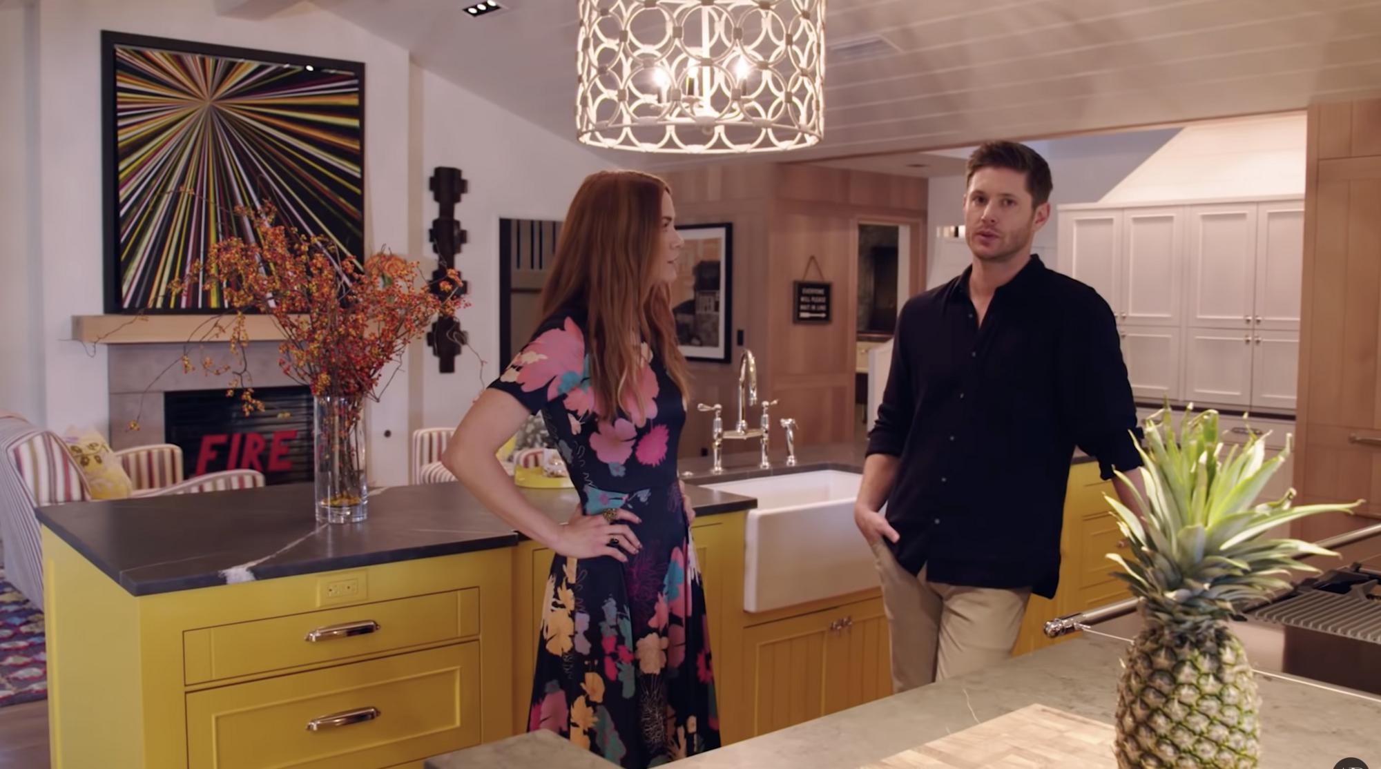 У будинку Дженсена Еклса простора кухня.