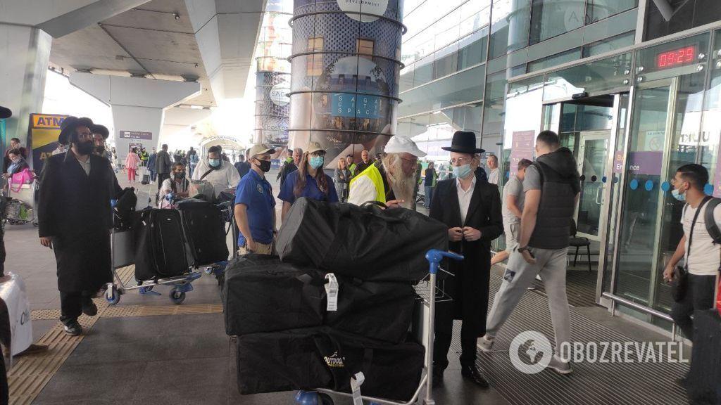 В аеропорту охороняють іноземців.