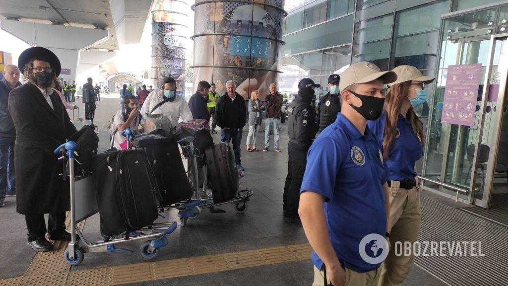 Поліція посилила безпеку в аеропорту.