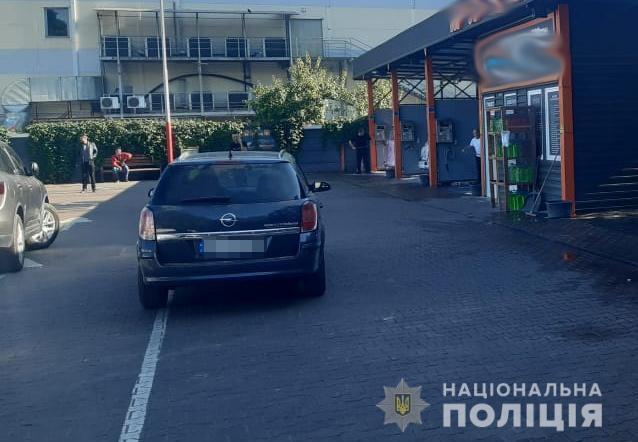 В Житомире авто сбило ребенка на парковке