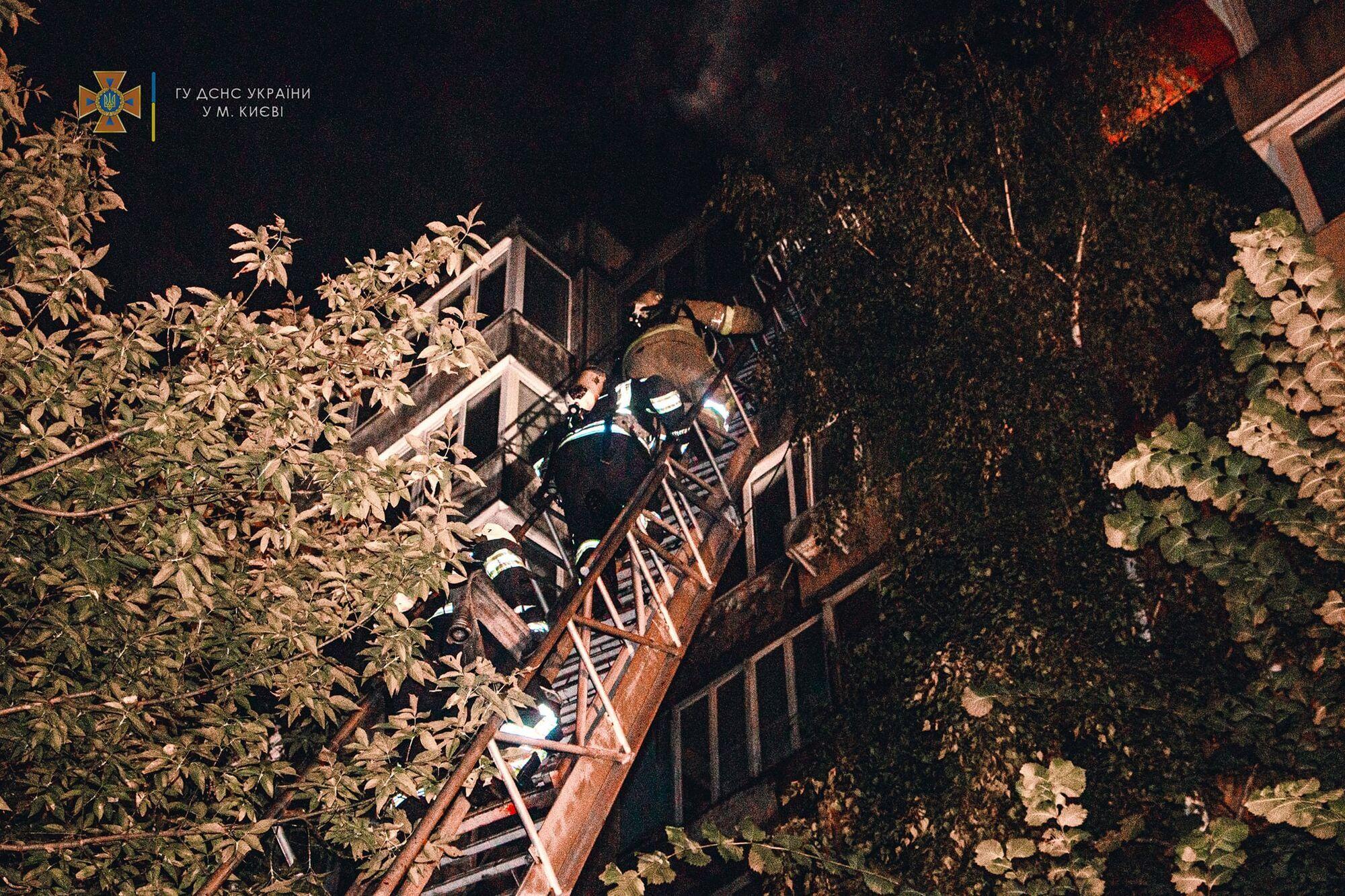 Пожар возник на 8-м этаже.