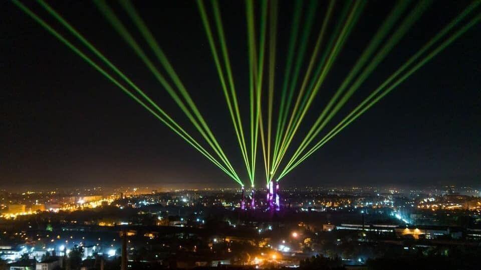 Світлова арт-інсталяція в Дніпрі