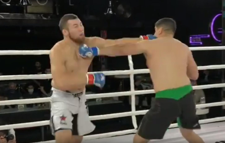Ильясов нанес мощный удар в челюсть