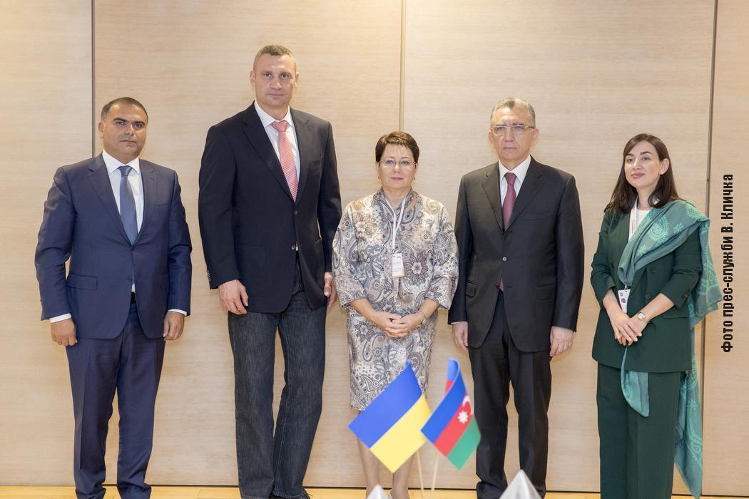 Виталий Кличко и глава исполнительной власти Баку Эльдар Азизов подписали Меморандум о побратимстве между городами