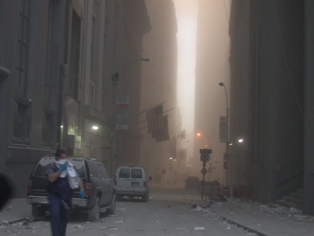 На улице было много пыли