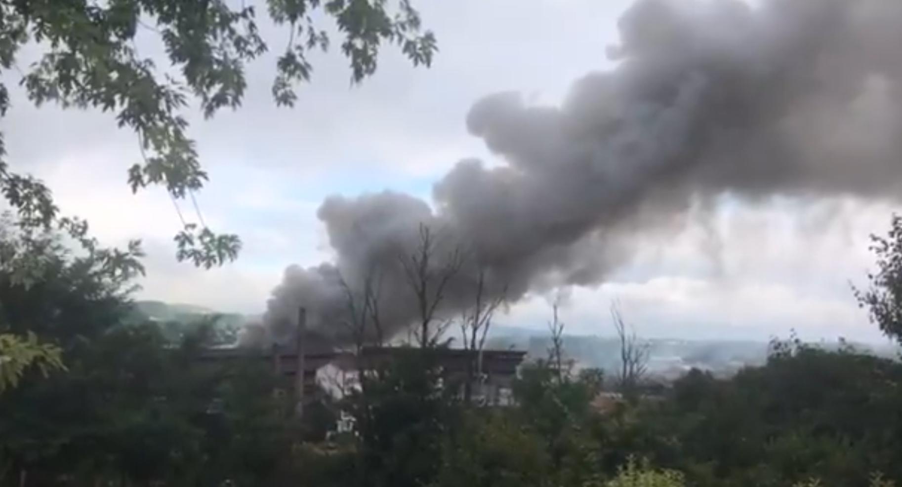 У небо піднімався густий токсичний дим.