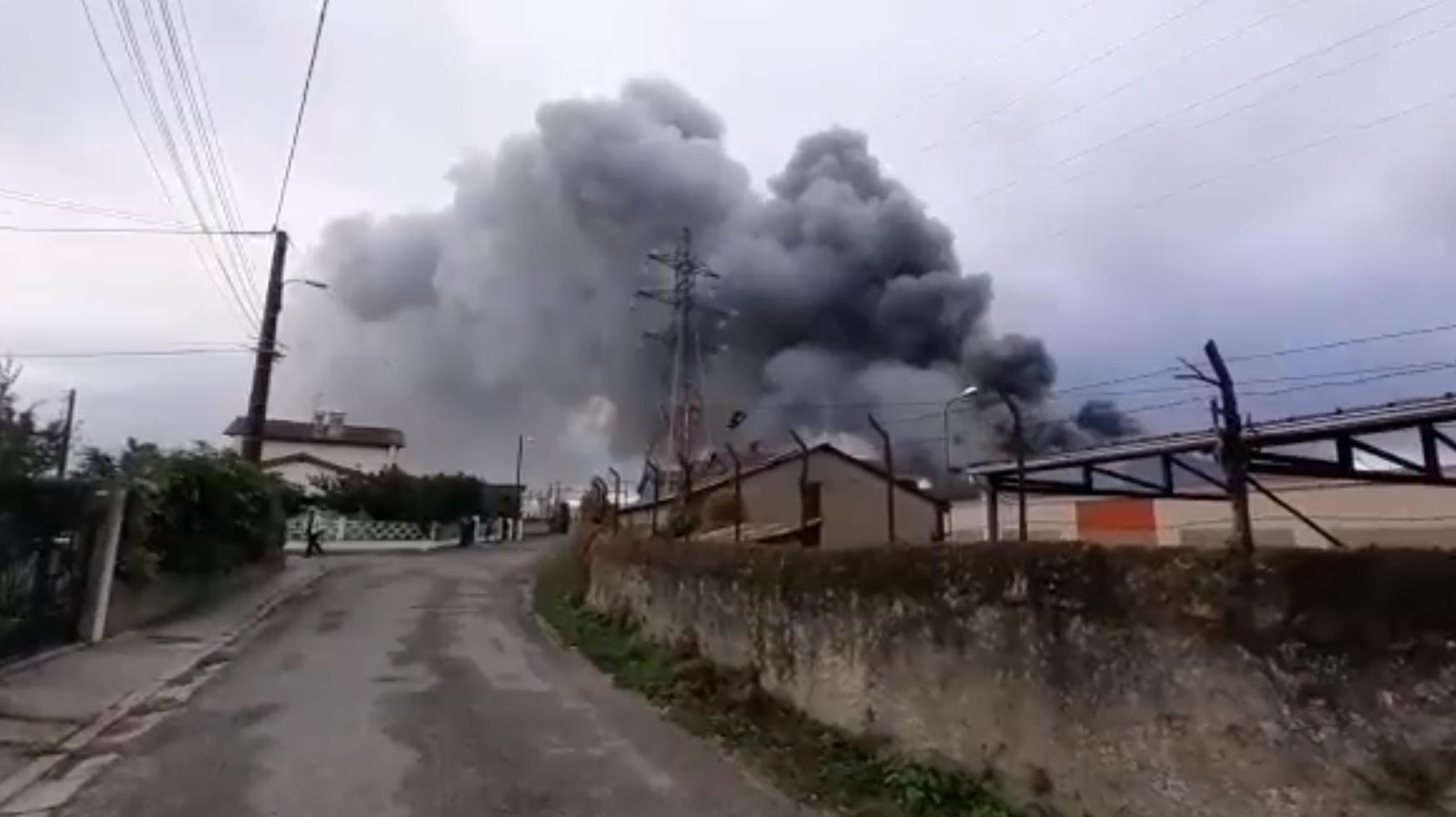 Із заводу евакуювали персонал.