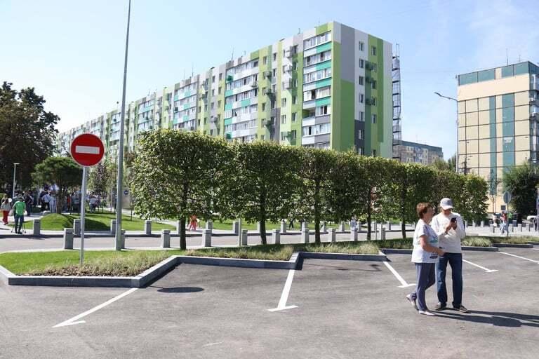 """""""Уютный и красивый"""": днепряне в восторге от нового сквера на Слобожанском проспекте"""