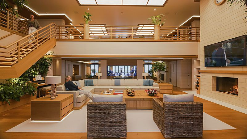 На території яхти є 12-метровий поперечний басейн і дворівневий спа-центр