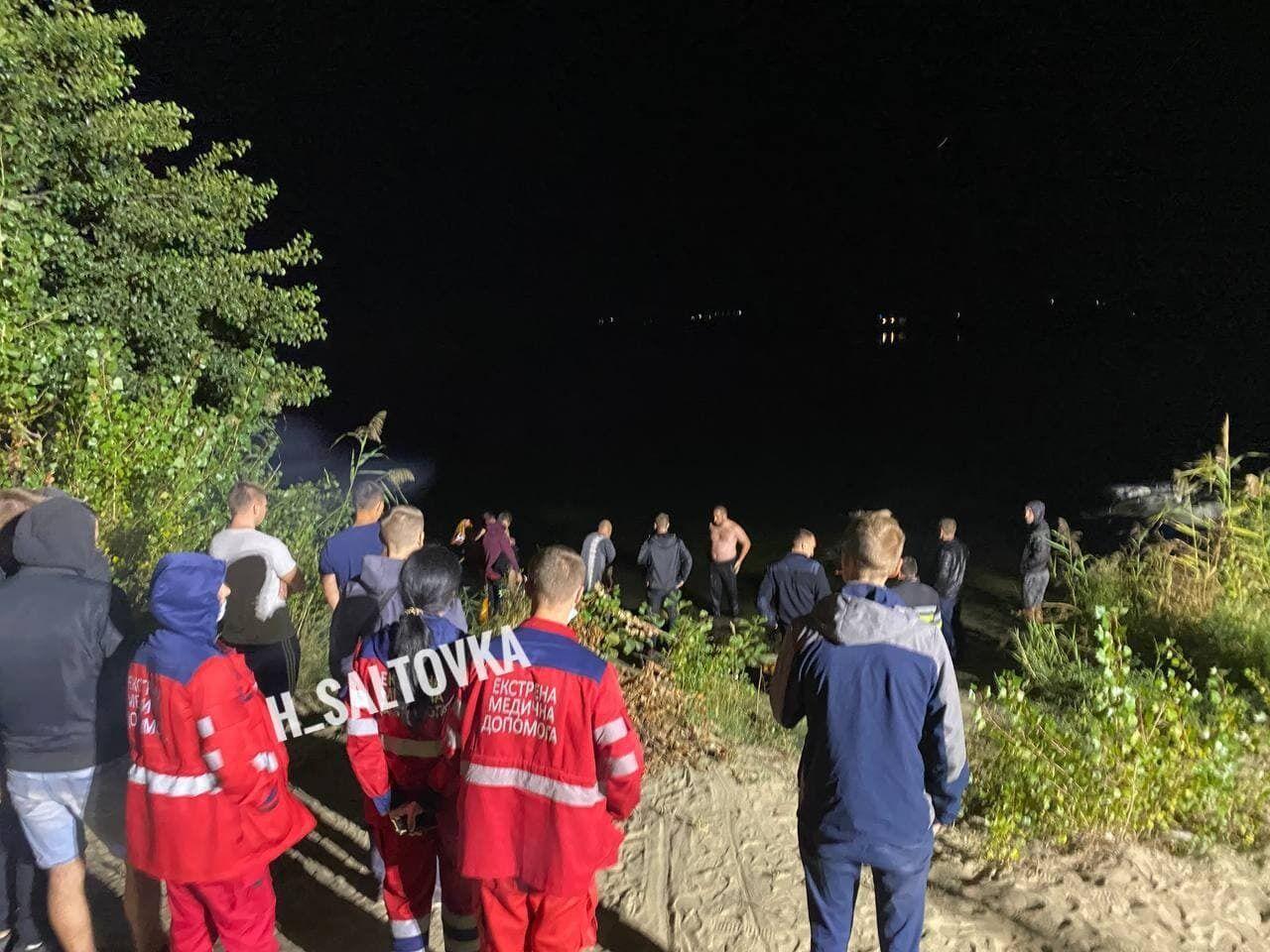 На место прибыли медики и спасатели