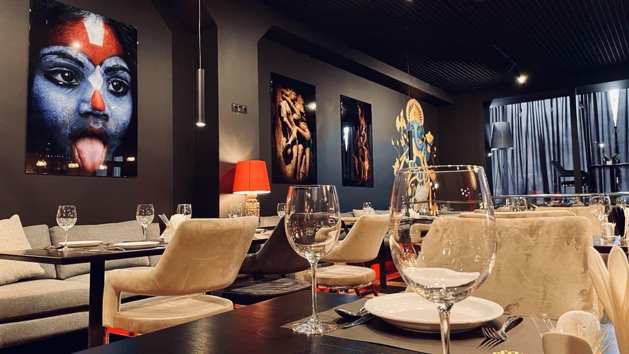 В ресторане можно заказать банкет или организовать деловую встречу