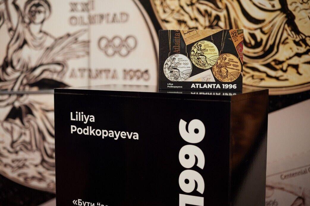 Книга посвящена победам украинской олимпийской сборной