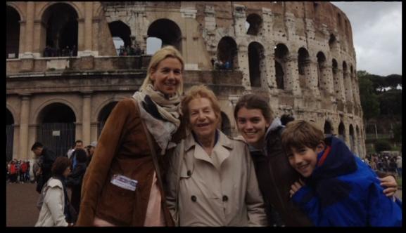 Умершая мать с дочкой и внуками