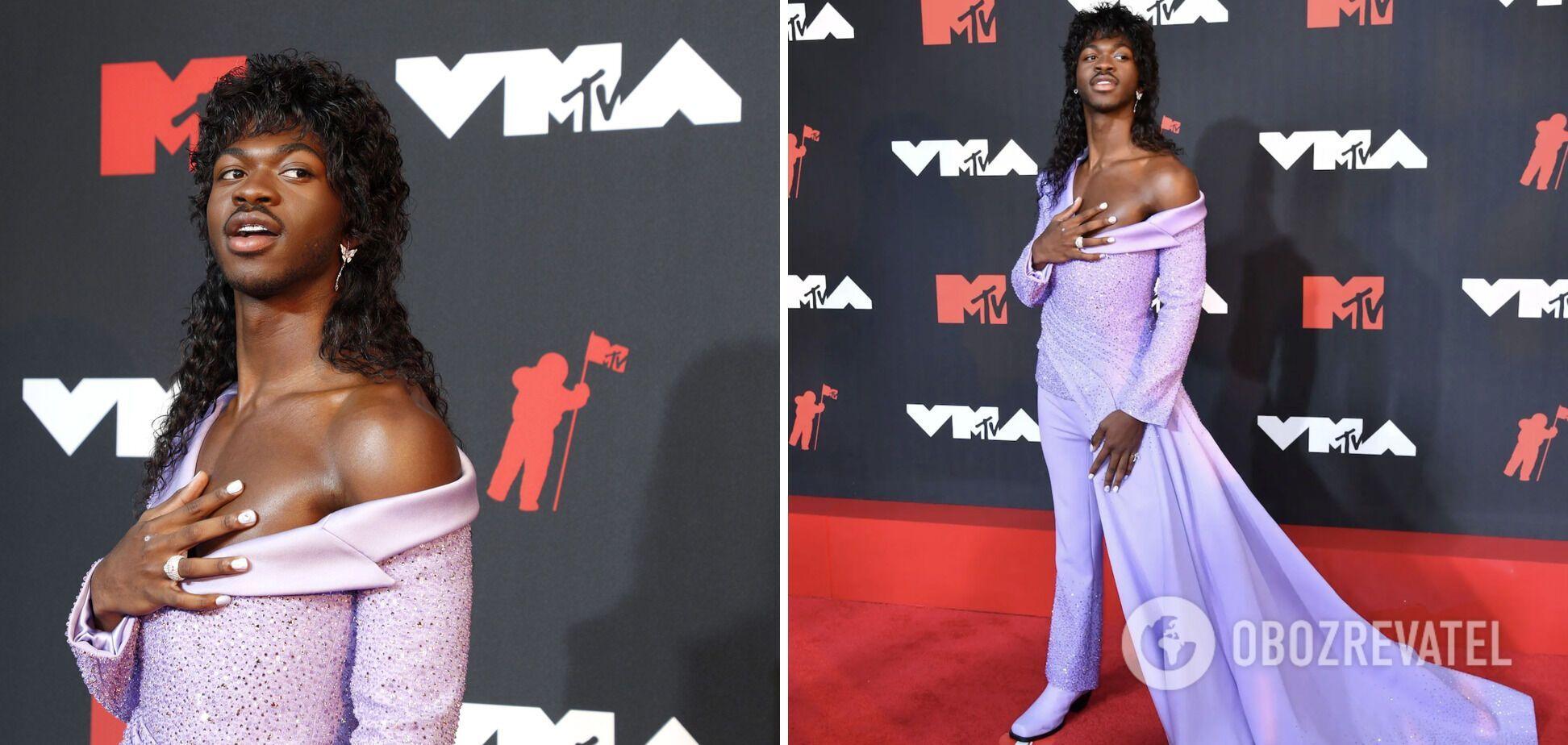 Американский рэпер Lil Nas X в наряде от бренда Versace.