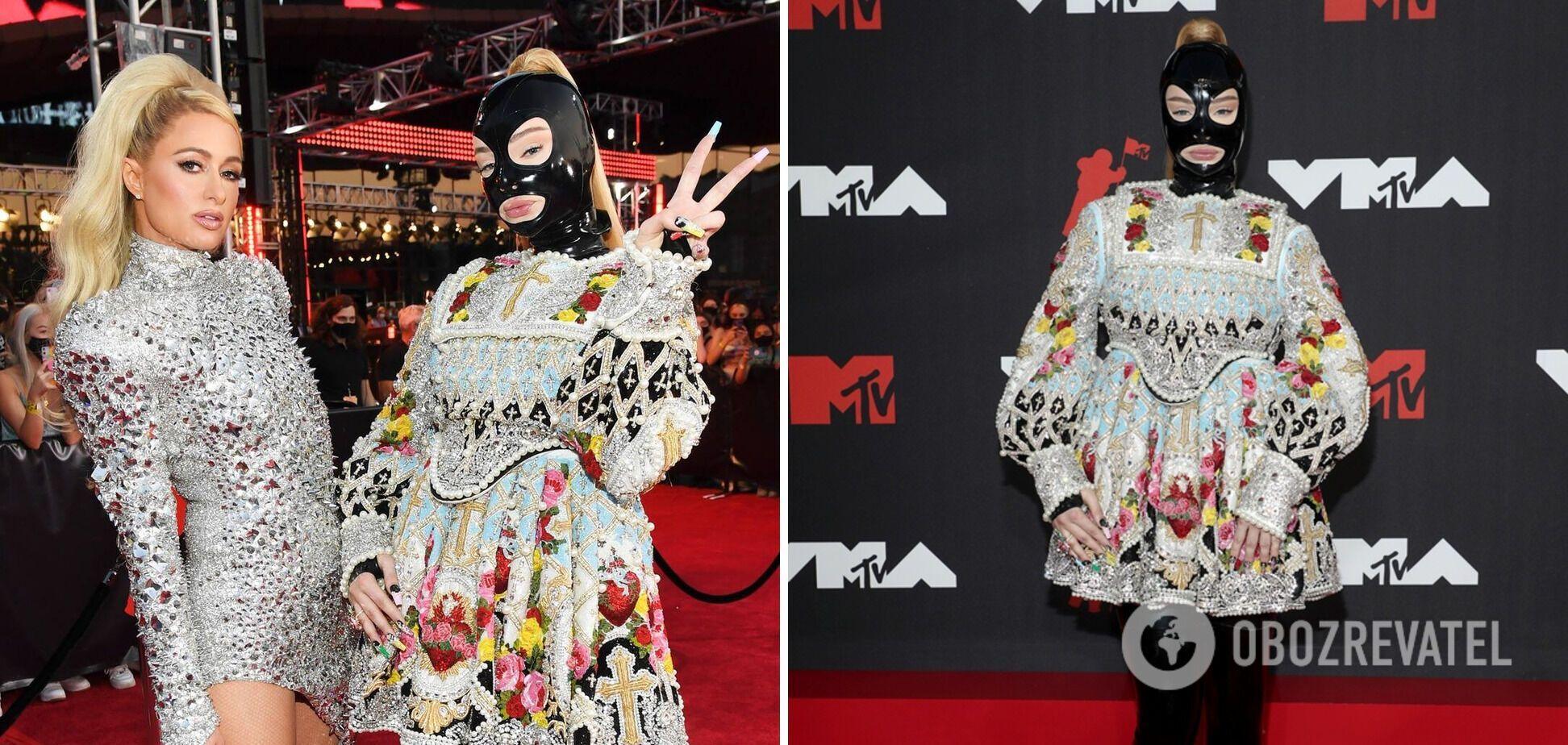 Ким Потрас и Пэрис Хилтон в ярких платьях.