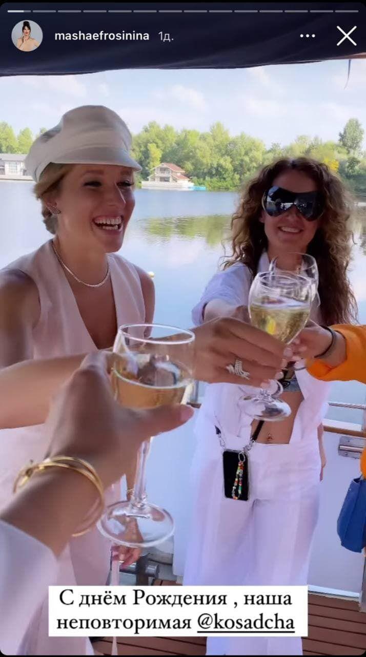 Осадча и ее гости на яхте.