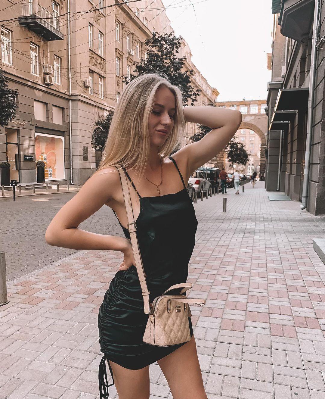 Валерія Сучкова в сукні