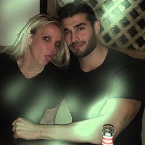 Первое совместное фото Бритни и Сэма в соцсетях.